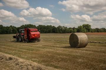 1700 Series Hesston Economy Round Balers from Massey Ferguson