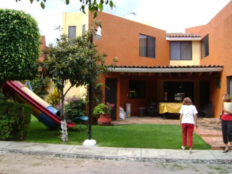 Casa en venta villas de ensue o jiutepec morelos for Jardin villa xavier jiutepec