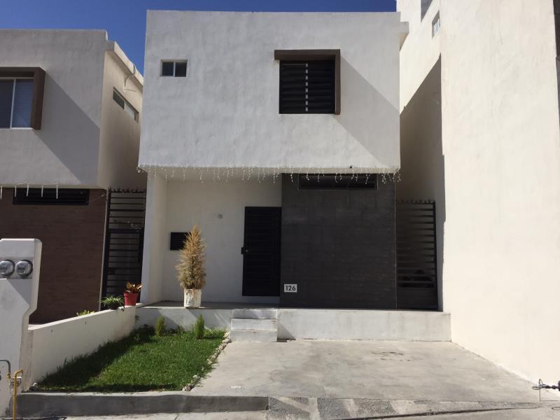 Casa en venta en ciudad santa catarina santa catarina for Casas santa catarina