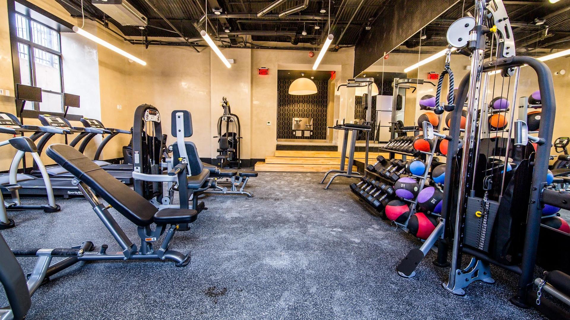 042 17 monitor gym 3