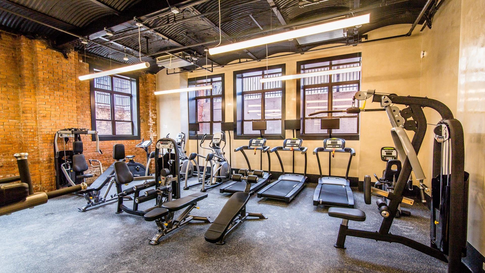 045 17 monitor gym 1