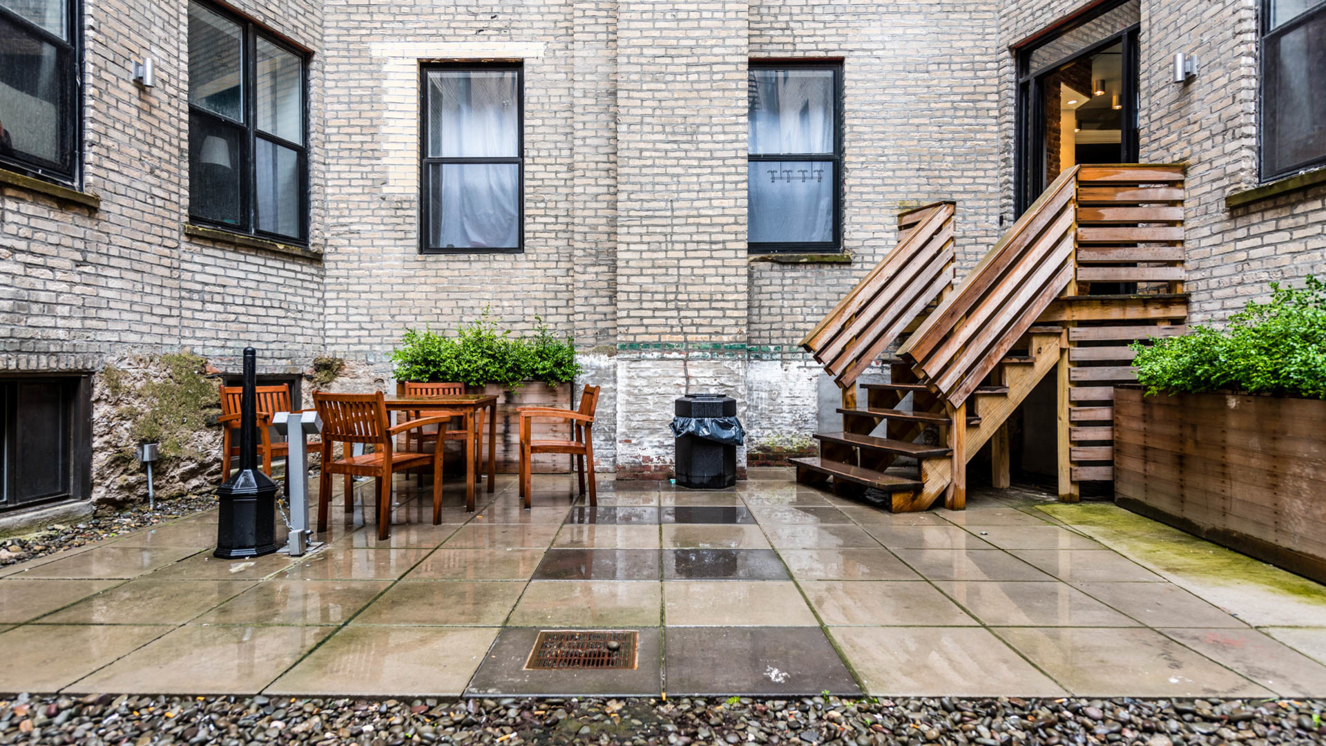 009 1635 putnam avenue courtyard 4