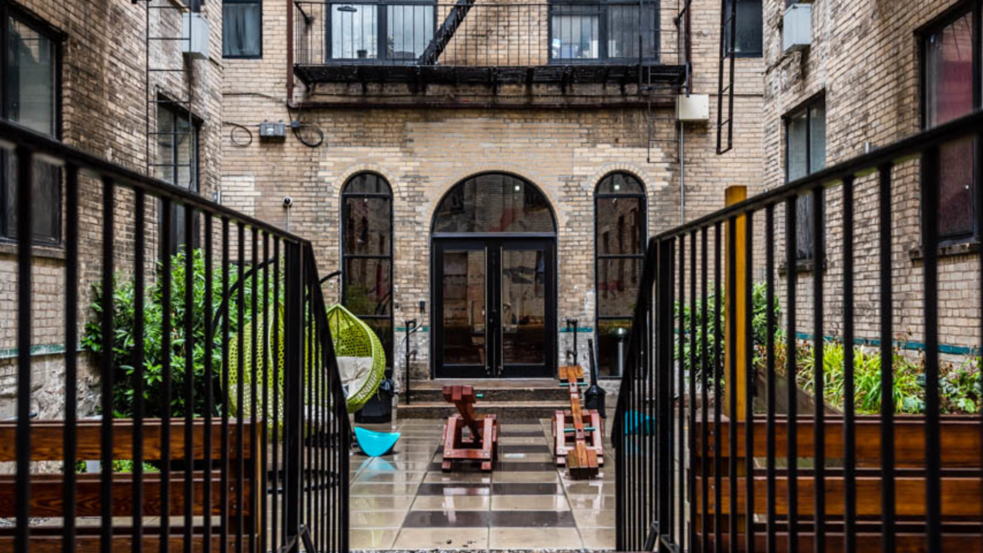 014 1635 putnam avenue courtyard 5