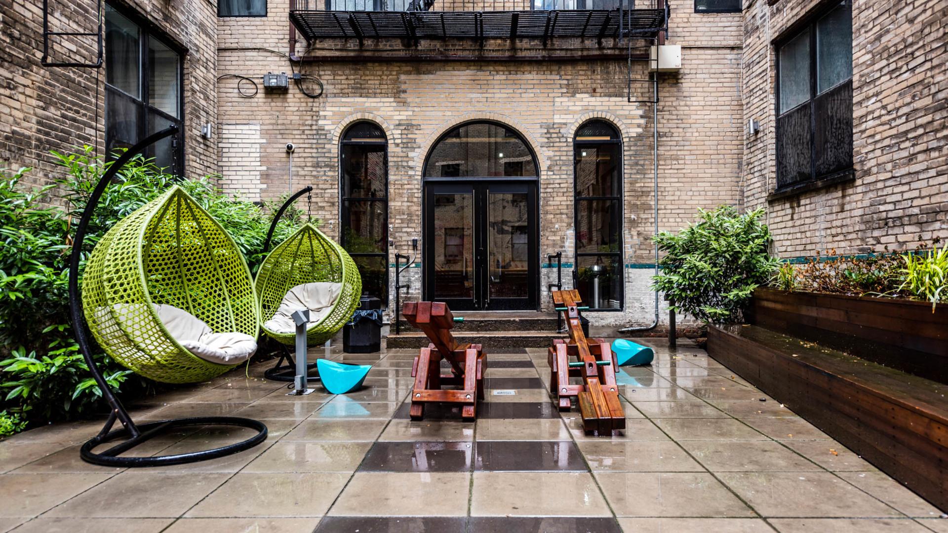 017 1635 putnam avenue courtyard 3