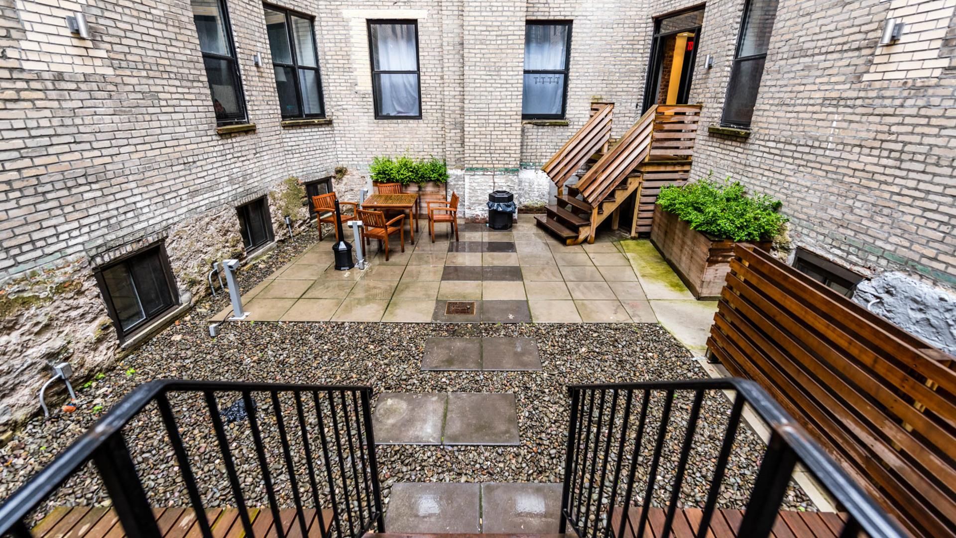 020 1635 putnam avenue courtyard 7
