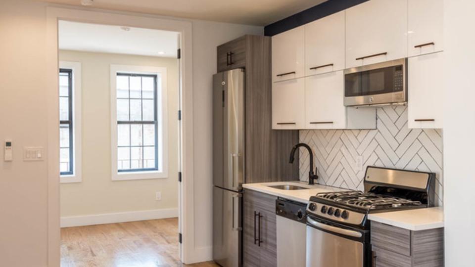 A $2,900.00, 3 bed / 1 bathroom apartment in Bushwick