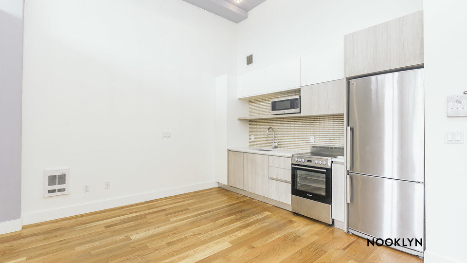 A $2,700.00, 2 bed / 1 bathroom apartment in Bushwick