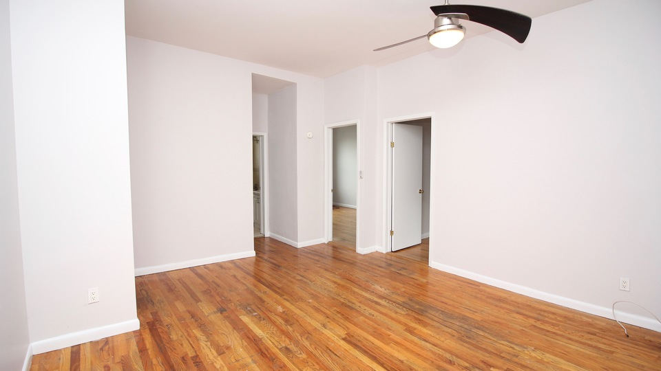A $3,350.00, 3 bed / 1 bathroom apartment in Williamsburg