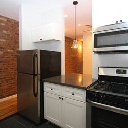 A $2,425.00, 2 bed / 1 bathroom apartment in PLG: Prospect Lefferts Gardens