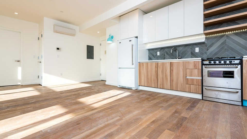A $3,300.00, 3 bed / 1 bathroom apartment in Greenpoint
