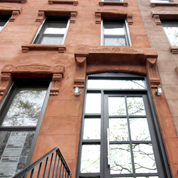 A $2,500.00, 3 bed / 1 bathroom apartment in Stuyvesant Heights