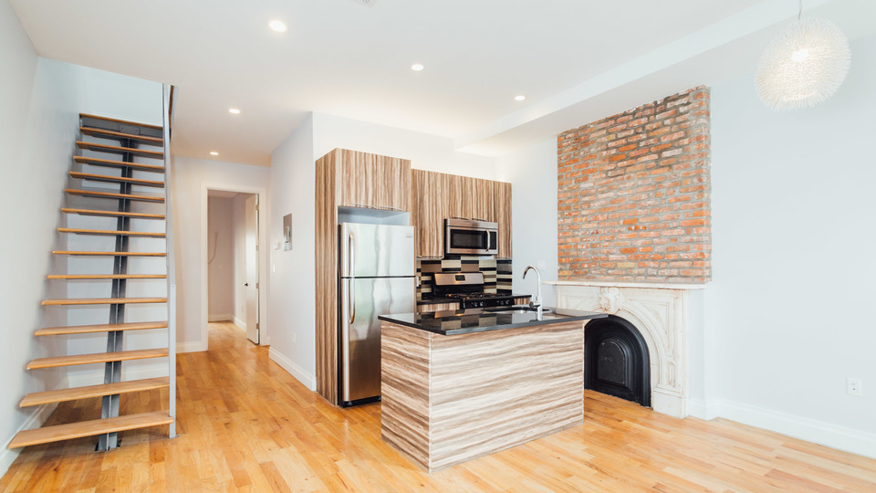 A $4,500.00, 6 bed / 2.5 bathroom apartment in Bed-Stuy