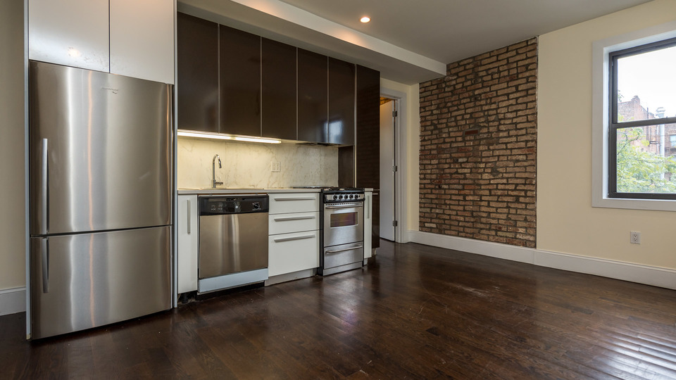 A $4,000.00, 3 bed / 1 bathroom apartment in Williamsburg