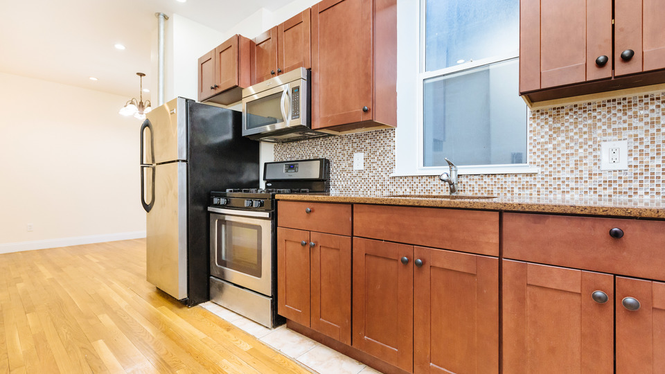 A $2,499.00, 2 bed / 1 bathroom apartment in Bed-Stuy
