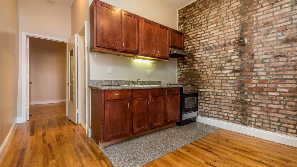 A $2,200.00, 3 bed / 1.5 bathroom apartment in Bed-Stuy