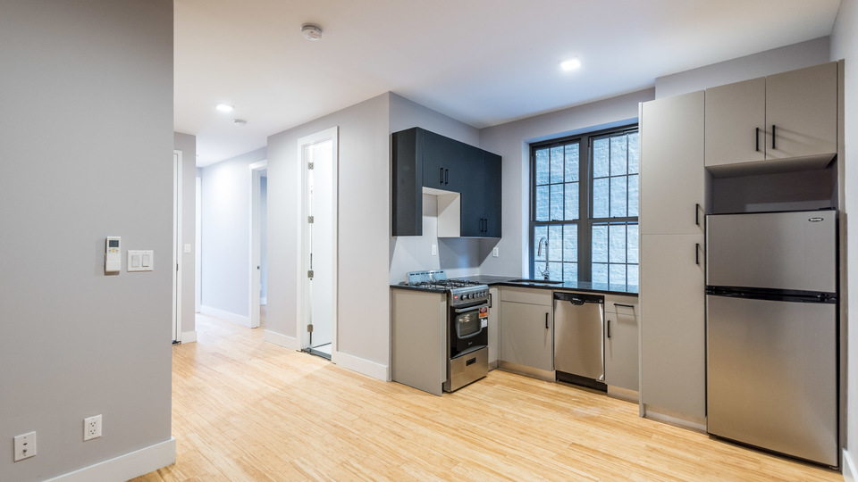 A $2,400.00, 3 bed / 2 bathroom apartment in Crown Heights