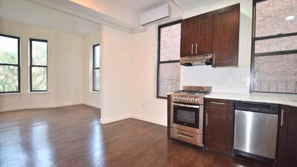 A $4,150.00, 3 bed / 1 bathroom apartment in Fort Greene
