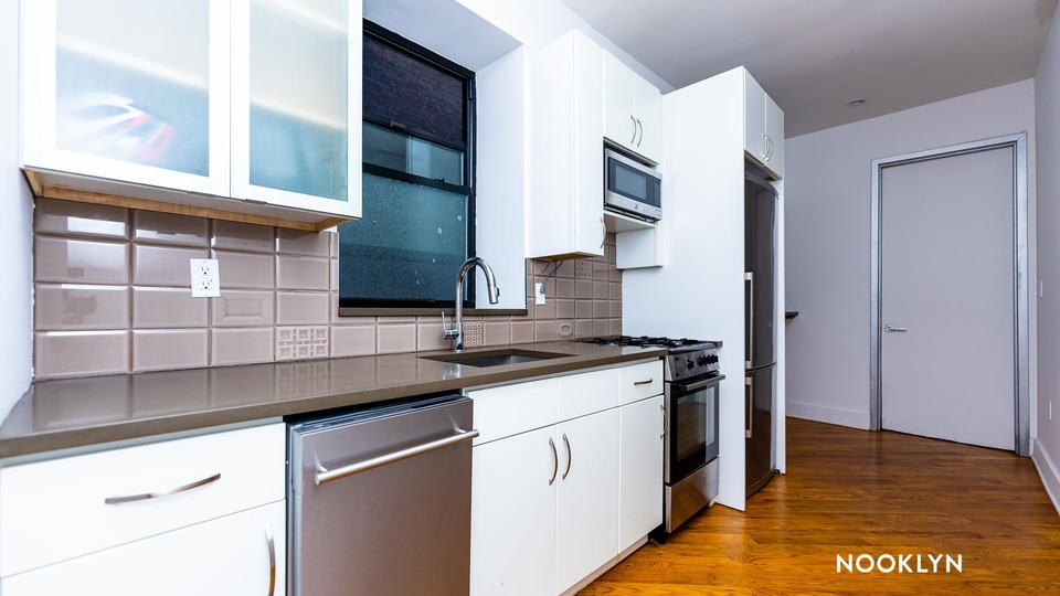 A $2,600.00, 3 bed / 2.5 bathroom apartment in Bed-Stuy