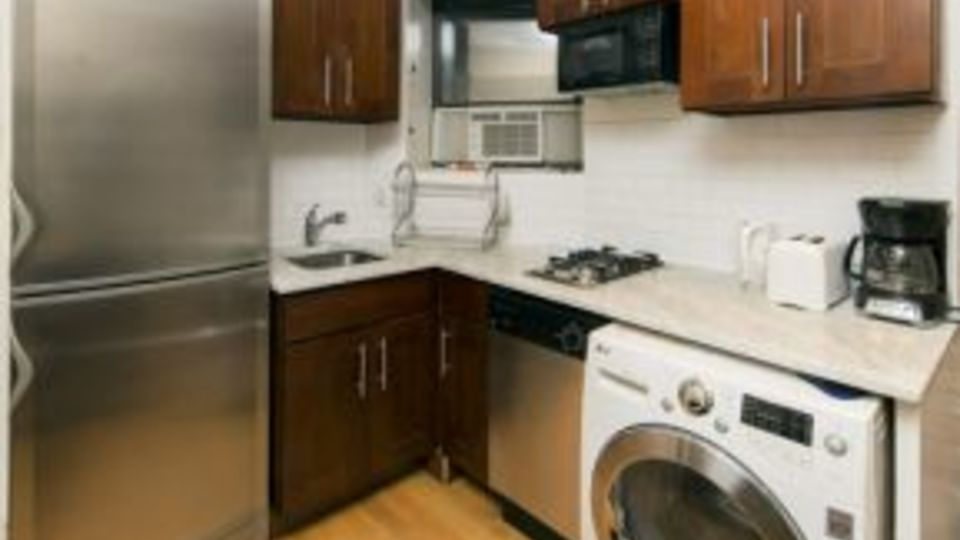 A $3,008.00, 2 bed / 1 bathroom apartment in East Village