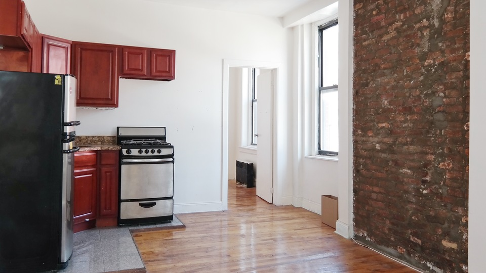 A $1,800.00, 3 bed / 1 bathroom apartment in Bed-Stuy