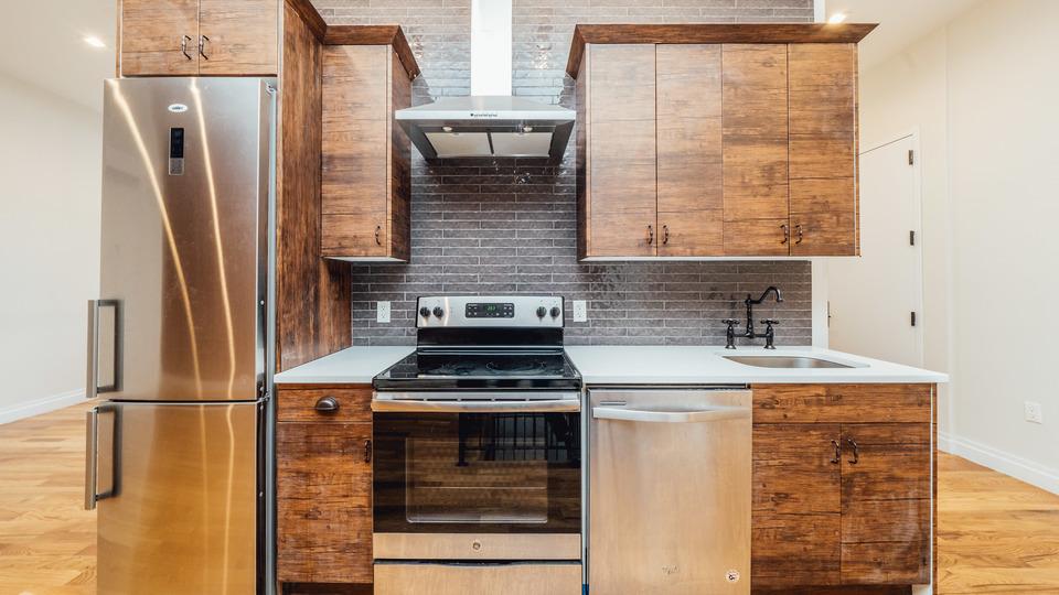 A $2,885.00, 3 bed / 1.5 bathroom apartment in Ridgewood