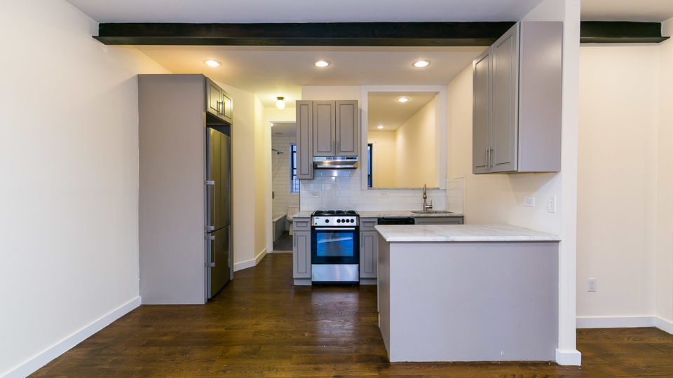 A $2,600.00, 2.5 bed / 1 bathroom apartment in Crown Heights
