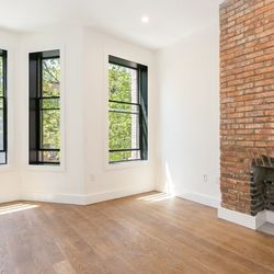 A $3,970.00, 2 bed / 2 bathroom apartment in Greenpoint