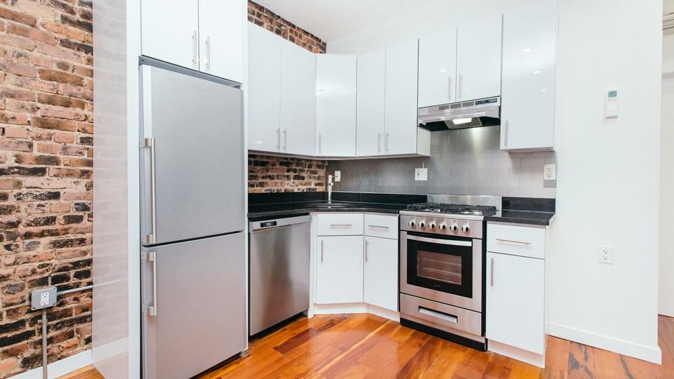 A $3,468.00, 4 bed / 1.5 bathroom apartment in Clinton Hill