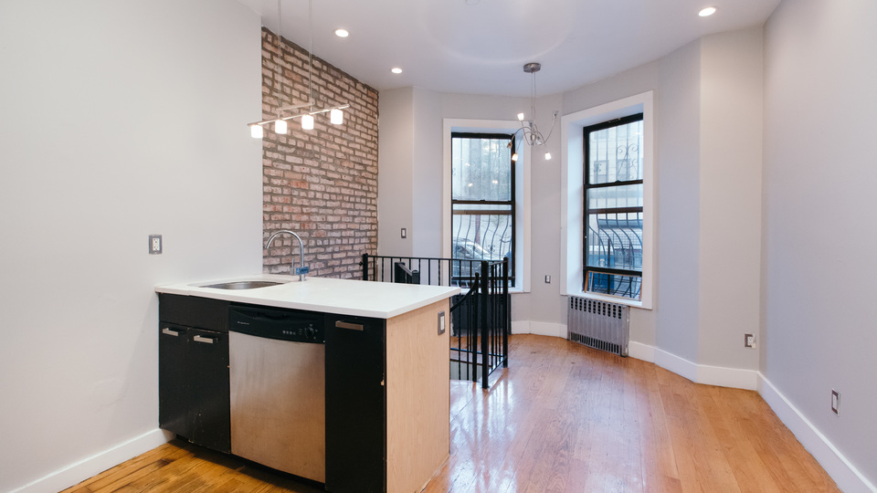 A $2,700.00, 3 bed / 1.5 bathroom apartment in Crown Heights