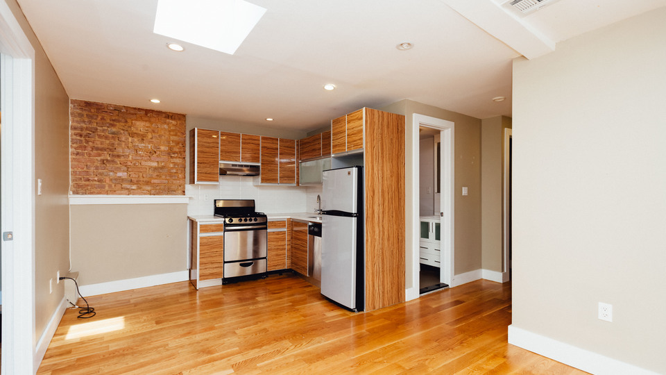 A $3,600.00, 4 bed / 1 bathroom apartment in Bed-Stuy