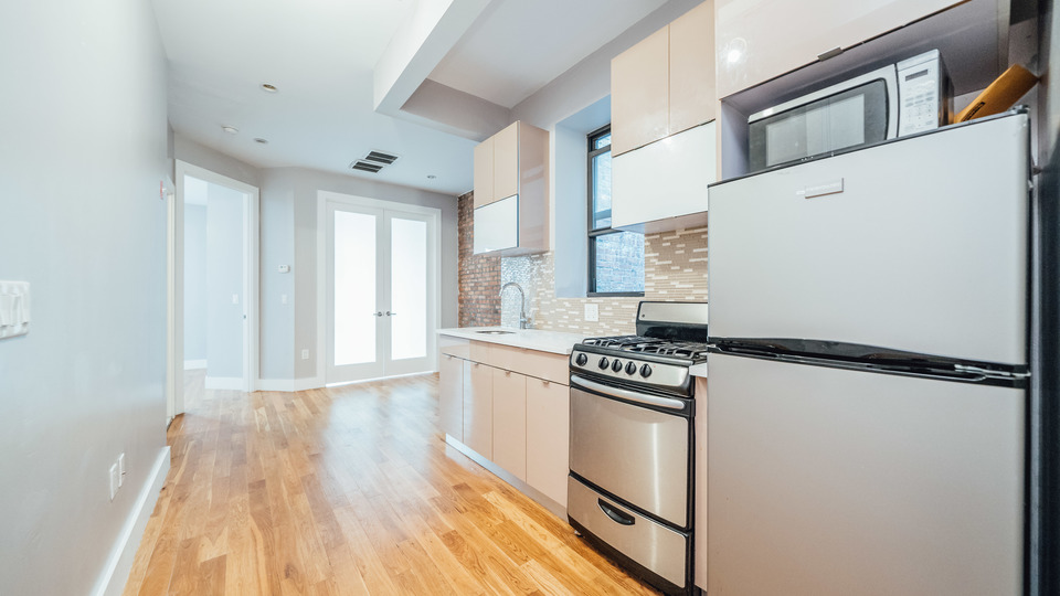 A $2,612.00, 3 bed / 1.5 bathroom apartment in Crown Heights