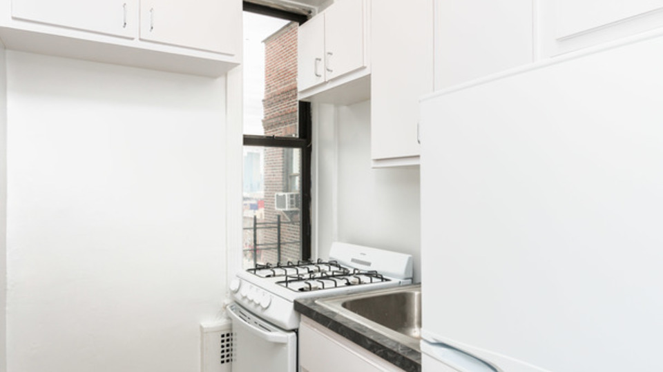 A $1,825.00, 0 bed / 1 bathroom apartment in Sunnyside