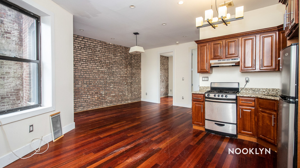 A $2,400.00, 3 bed / 1 bathroom apartment in Crown Heights