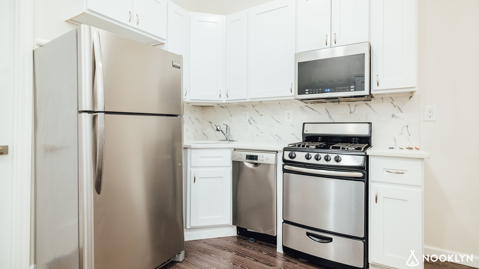 A $3,468.00, 4 bed / 1 bathroom apartment in Bed-Stuy
