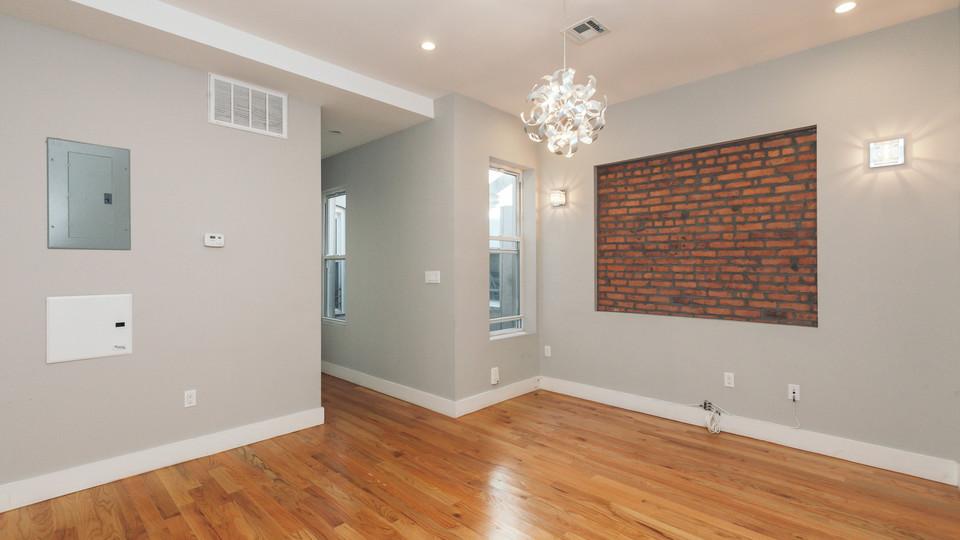 A $2,600.00, 3 bed / 1 bathroom apartment in Ridgewood