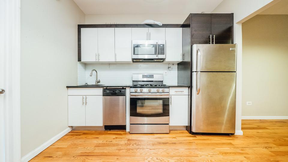 A $2,000.00, 3 bed / 1 bathroom apartment in Bushwick