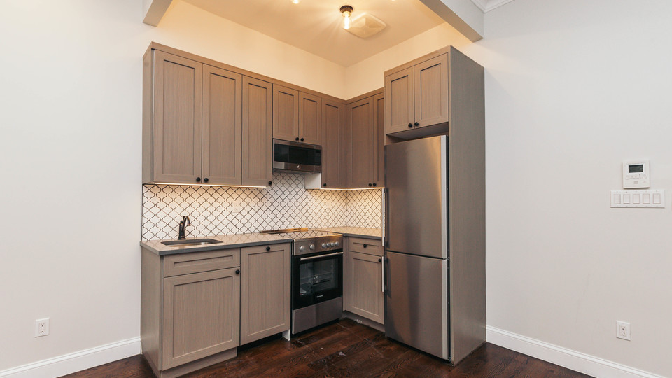 A $2,200.00, 2 bed / 1 bathroom apartment in Ridgewood