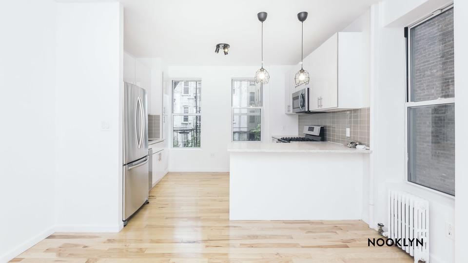 A $2,750.00, 3.5 bed / 1.5 bathroom apartment in Ridgewood