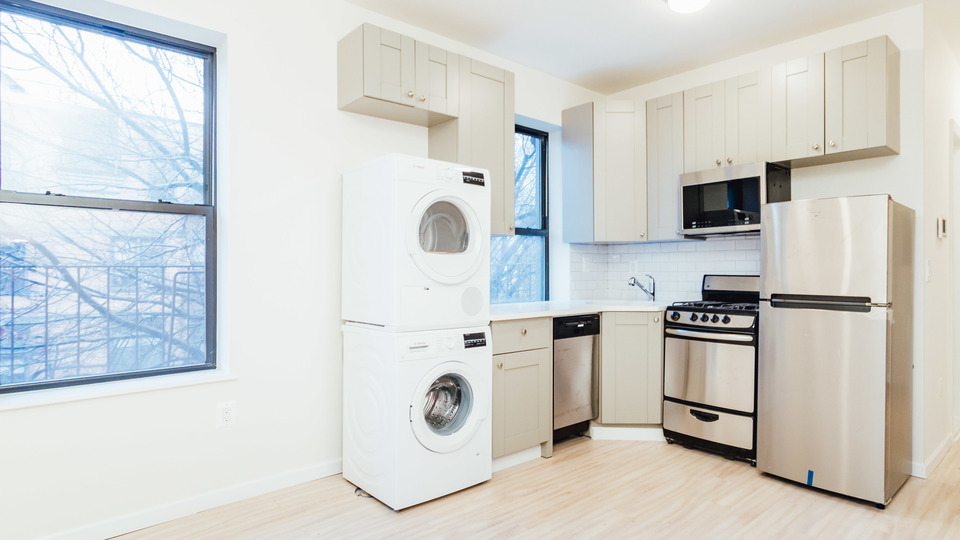 A $3,677.00, 2 bed / 1 bathroom apartment in Park Slope