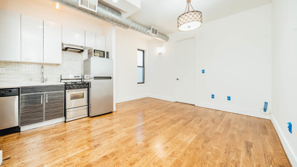 A $2,590.00, 3 bed / 1 bathroom apartment in Bushwick