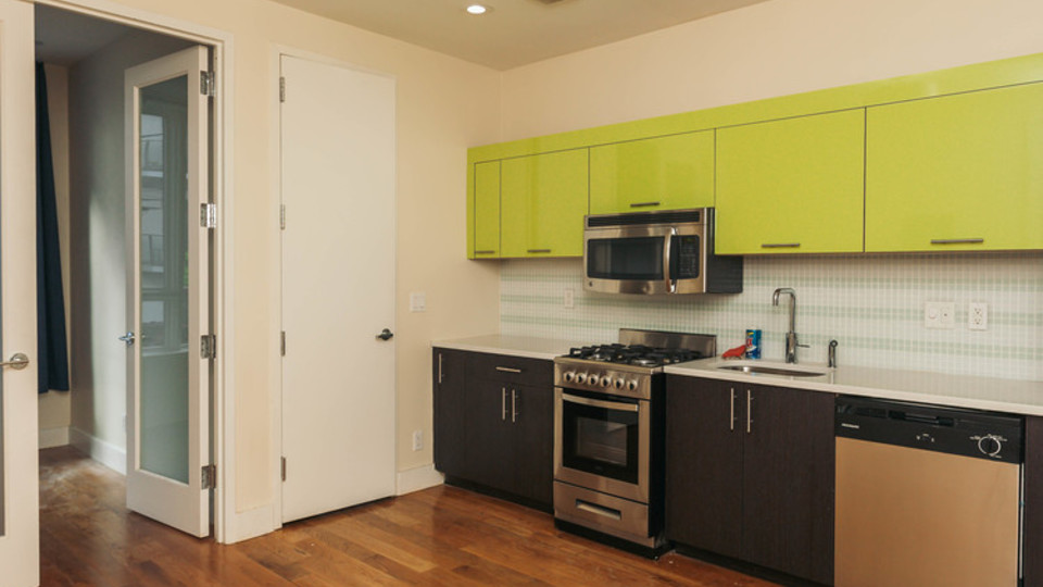 A $2,800.00, 3 bed / 1 bathroom apartment in Bushwick