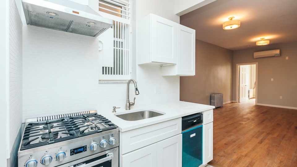 A $2,644.00, 2 bed / 1 bathroom apartment in Bushwick