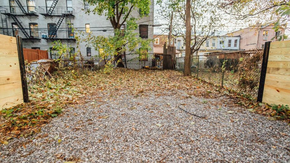 A $2,300.00, 2 bed / 2 bathroom apartment in Crown Heights