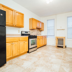 A $2,850.00, 2 bed / 1 bathroom apartment in Greenpoint