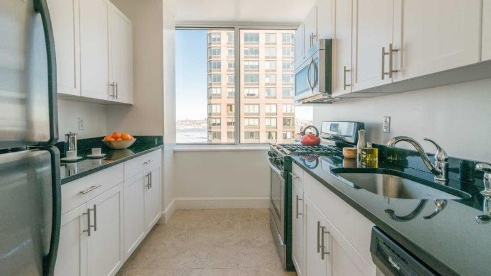 A $7,965.00, 2 bed / 2 bathroom apartment in Lincoln Square
