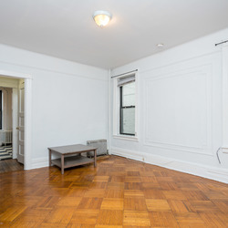 A $1,900.00, 2.5 bed / 1 bathroom apartment in Ridgewood