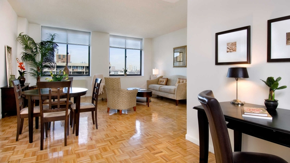 A $2,925.00, 0 bed / 1 bathroom apartment in Hell's Kitchen