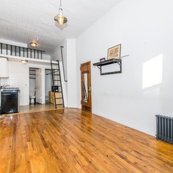 A $1,900.00, 0.5 bed / 1 bathroom apartment in Greenpoint