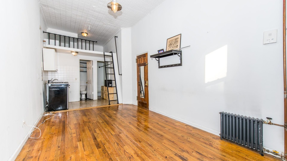 A $1,899.00, 0.5 bed / 1 bathroom apartment in Greenpoint