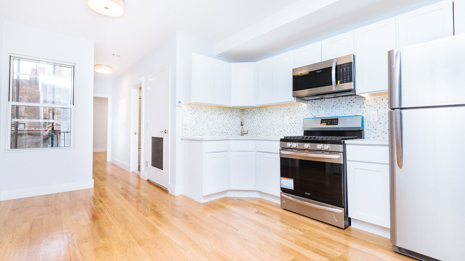 A $4,000.00, 3.5 bed / 1.5 bathroom apartment in Greenpoint